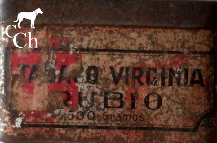 Lampara hecha con una lata antigua de tabaco rubio