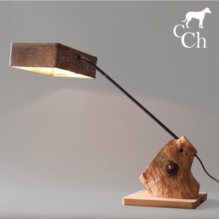 Lámpara de madera y lata exótica