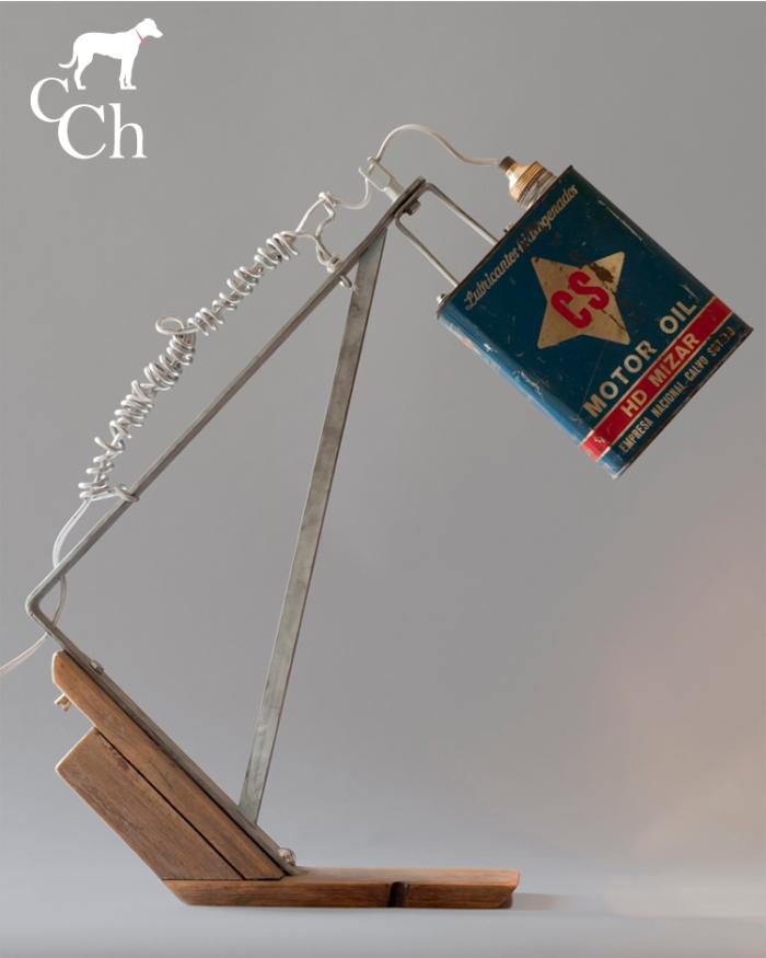 Diseño lámpara con lata de aceite de motor